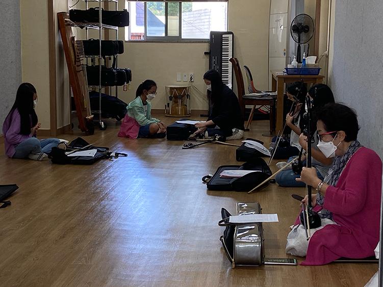 평생교육 프로그램으로 국악기 수업